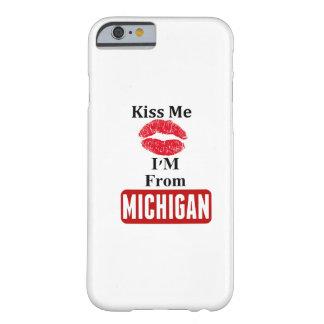 Béseme, yo son de Michigan Funda De iPhone 6 Barely There