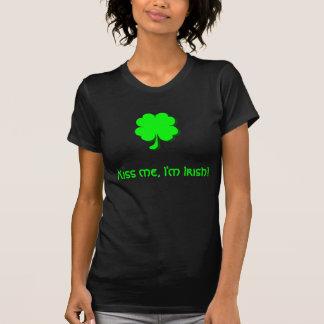 ¡Béseme, yo son irlandés! Camiseta