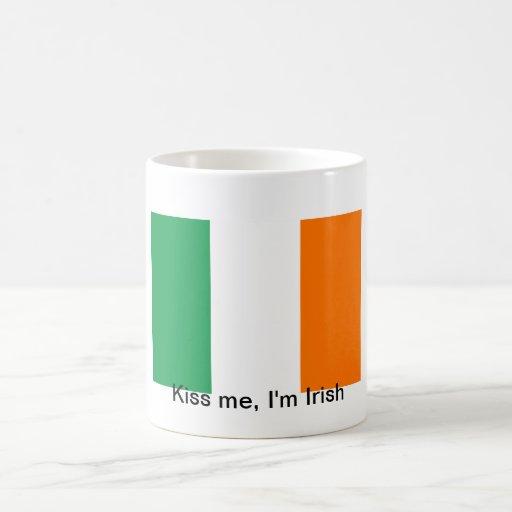 Béseme, yo son irlandés taza básica blanca