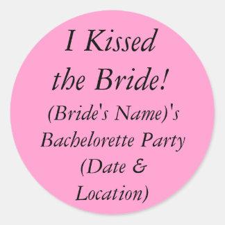 ¡Besó a la novia! Sorteo del fiesta de los Pegatina Redonda
