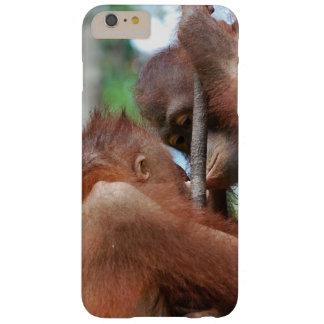 Beso de la fauna del orangután funda de iPhone 6 plus barely there