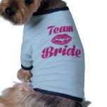 Beso de la novia del equipo camiseta de perro