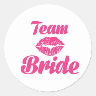 Beso de la novia del equipo etiquetas redondas