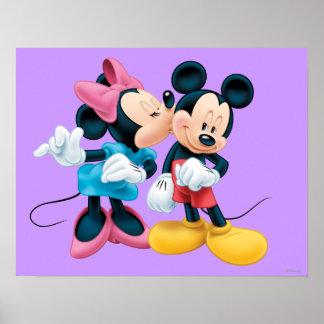 Beso de Mickey y de Minnie el | en mejilla Póster