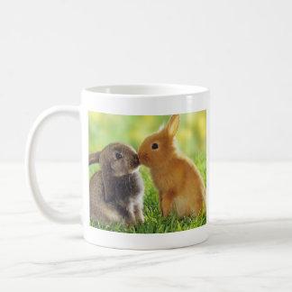 Beso del conejito taza