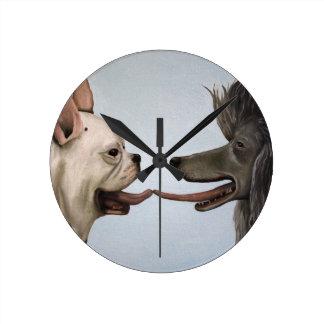 Beso del francés reloj de pared