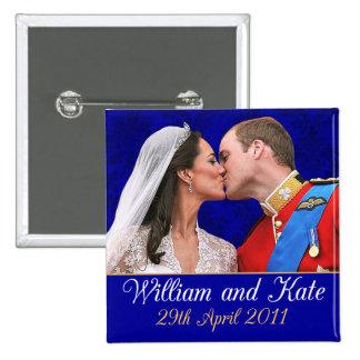 Beso real del boda de Guillermo y de Kate Pin Cuadrado