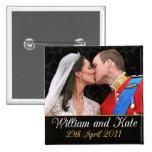 Beso real del boda de Guillermo y de Kate Pins