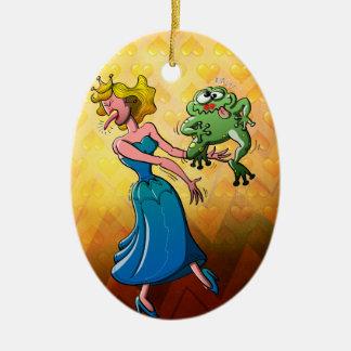 Beso repugnante para una princesa adorno navideño ovalado de cerámica