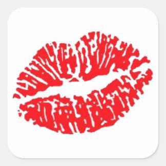 Beso rojo del lápiz labial calcomania cuadradas personalizadas