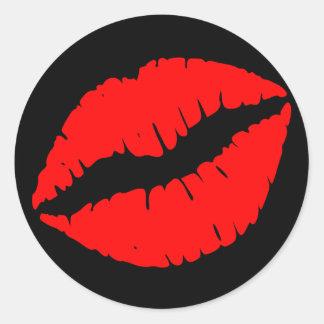 Beso rojo pegatina redonda