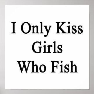 Beso solamente a los chicas que pescan póster