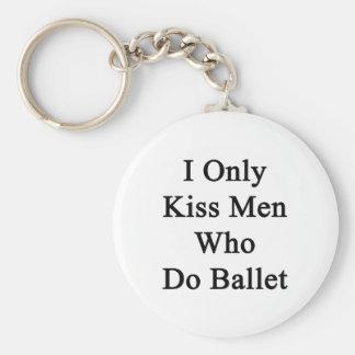 Beso solamente a los hombres que hacen ballet llavero redondo tipo pin