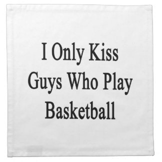 Beso solamente a los individuos que juegan a servilletas de papel