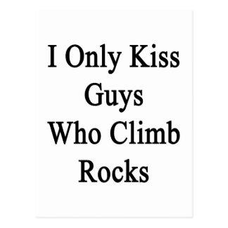 Beso solamente a los individuos que suben rocas postales