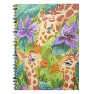 Besos africanos de la jirafa (arte de Kimberly Tur Spiral Notebooks