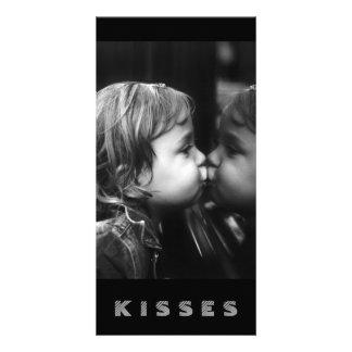 Besos, chica que besa su tarjeta de la reflexión tarjetas fotográficas personalizadas