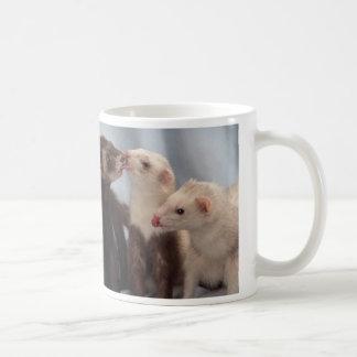 Besos del hurón taza de café