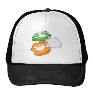 Besos del irlandés gorras