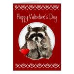 Besos que soplan del mapache lindo para su tarjeta