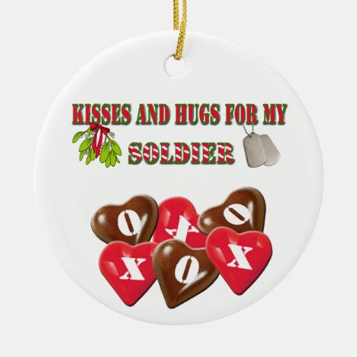 Besos y abrazos para mi ornamento del navidad del adorno navideño redondo de cerámica
