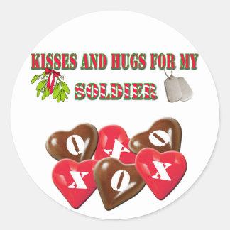 Besos y abrazos para mis pegatinas del soldado pegatina redonda
