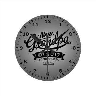 Best New Grandpa 2017 Round Clock