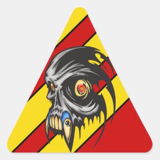Bestia cibernética melenuda del cráneo pegatina triangular