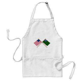 Betsy Ross cruzado y banderas verdes de los muchac Delantal