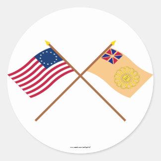 Betsy Ross cruzado y regimiento de New Hampshire Pegatinas Redondas