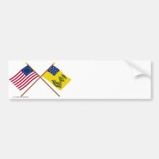 Betsy Ross y dólares cruzados de las banderas de A Etiqueta De Parachoque