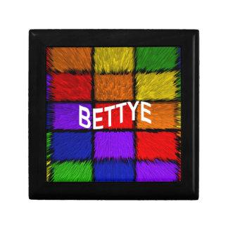 BETTYE GIFT BOX