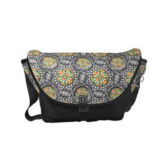 Beveled geometric pattern small messenger bag