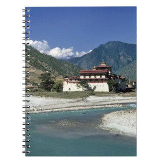 Bhután, Punaka. El río del MES Chhu fluye más allá Cuadernos