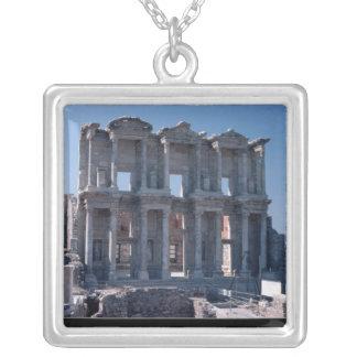 Biblioteca de Celsus, construida en el ANUNCIO 135 Collar Plateado