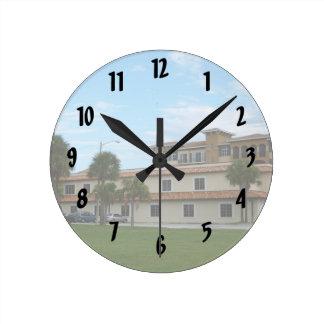 Biblioteca del pie Pierce la Florida Reloj Redondo Mediano