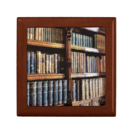 Biblioteca y libros medievales de la antigüedad joyero cuadrado pequeño