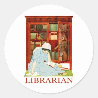 Bibliotecario de Coles Phillips Pegatina Redonda