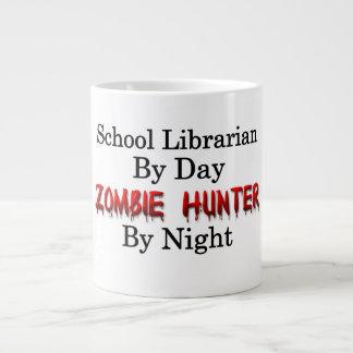 Bibliotecario de escuela/cazador del zombi taza de café gigante