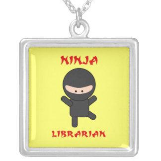 Bibliotecario de Ninja Colgante Cuadrado