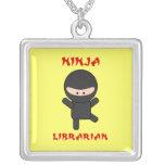 Bibliotecario de Ninja Collar Plateado