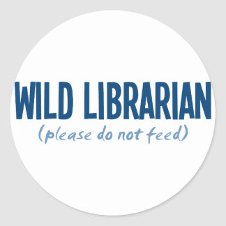 Bibliotecario salvaje - no alimente por favor pegatina redonda