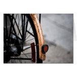 Bici aherrumbrada de ciclo que monta en bicicleta  felicitaciones