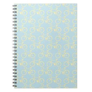 Bici amarilla del vintage cuaderno