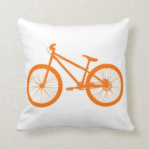 Bici anaranjada almohadas