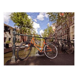 Bici anaranjada en Amsterdam Países Bajos Tarjeta Postal