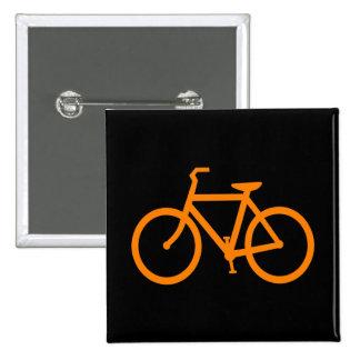 Bici anaranjada pin cuadrado