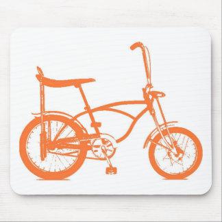 Bici anaranjada retra de Seat del plátano de Krate Alfombrillas De Ratón