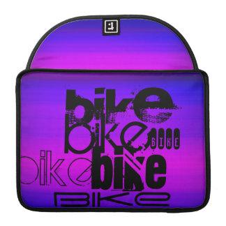Bici; Azul violeta y magenta vibrantes Funda Macbook Pro