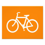 Bici blanca y anaranjada impresiones fotográficas